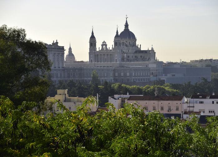 Kungliga palatset El Oriente och Katedralen Almudena