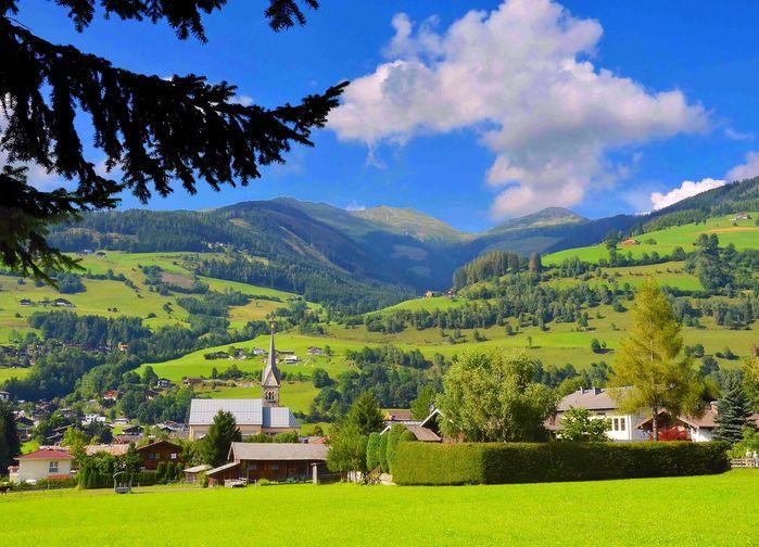 På en vandring till Enzianhütte vandrar vi förbi Erlhof, där Sound of Music-familjen Von Trapp hade sitt sommarställe på 1930-talet.