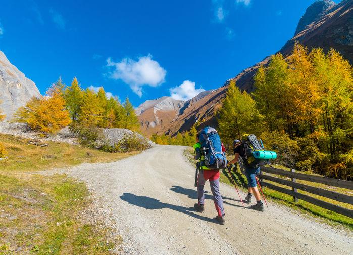 Vi växlar mellan lättare vandringar och tuffare uppe i en högalpin miljö på 2000 meters höjd.