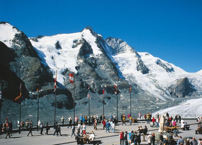 Vi vandrar nedanför Österrikes högsta berg Grossglockner.