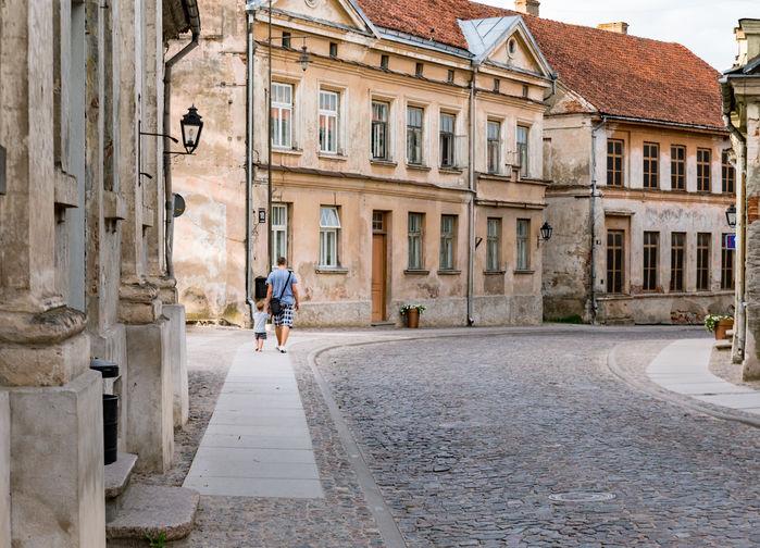 Mysiga gator i medeltidsstaden Kuldiga