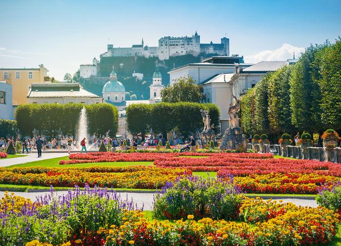De populära trädgårdarna vid slottet Mirabell är en av Salzburgs största sevärdheter.