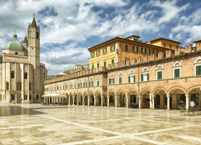 Ascoli Piceno torget dagsbild