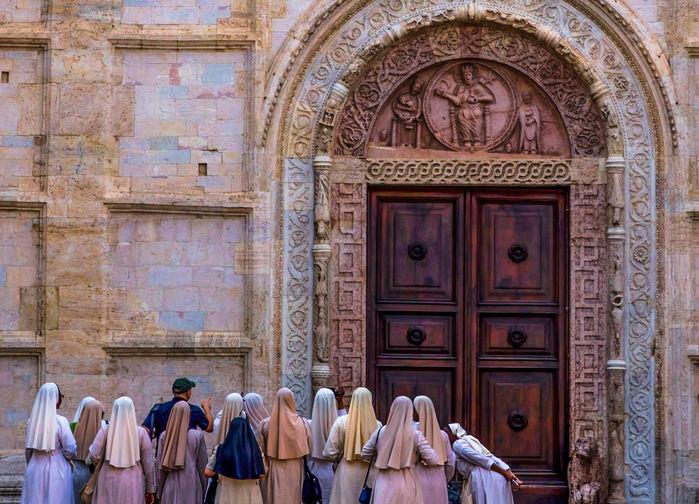 Nunnor utanför Franciskuskyrkan