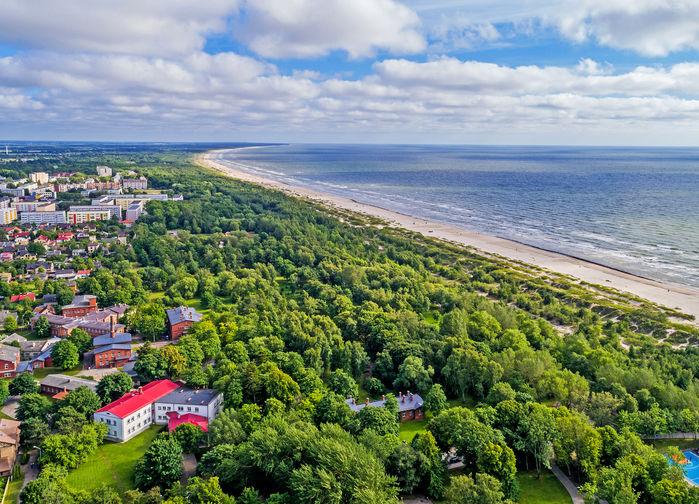 Oändliga stränder i vindens stad Liepaja