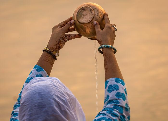 Renselsesseremoni i Varanasi