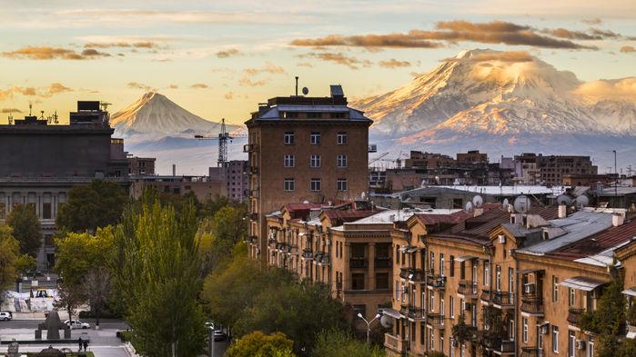Jerevan med Ararat i bakgrunden