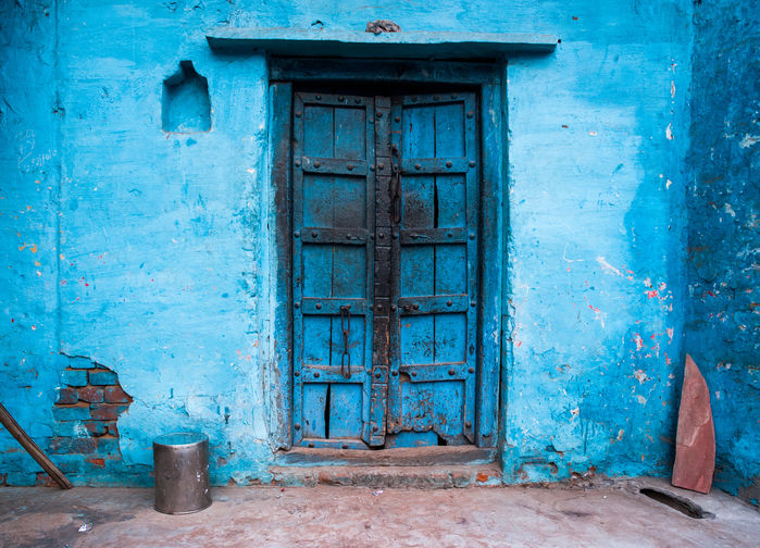 Blå målad dörr i Agra